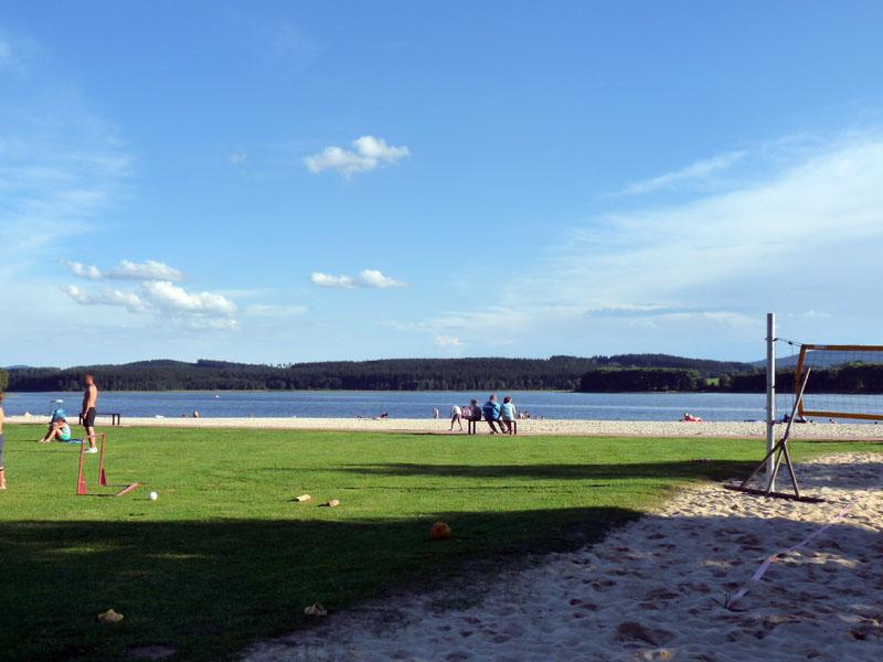 Lipno Horní Planá - pohled na pláž od sprch